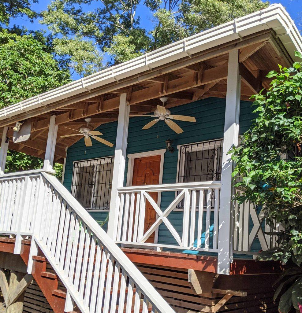 Seaside_Inn_Roatan_Bed_and_Breakfast_gueko-bungalow